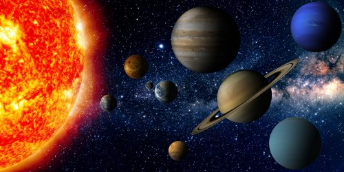 Hot Jupiters tango with host suns