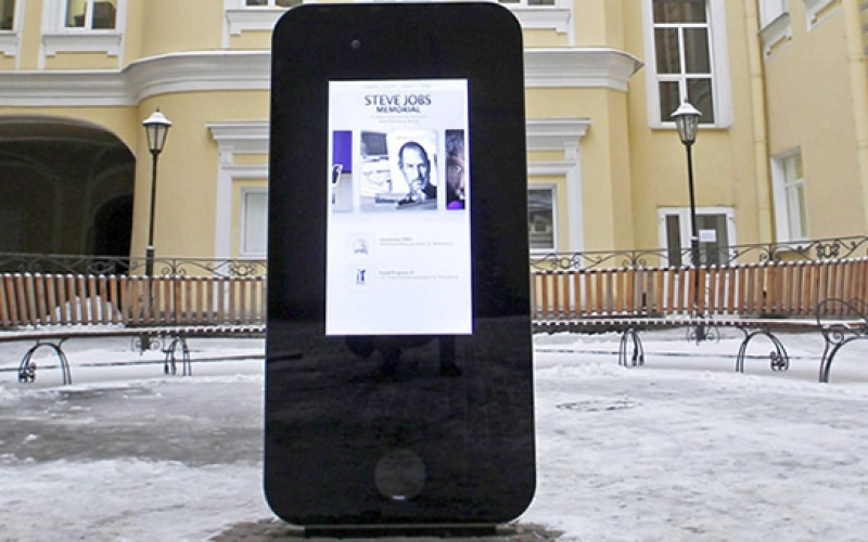 Steve Jobs iPhone replica removed following Tim Cook's coming out as gay